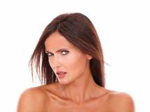 看照相机的恼怒的拉丁妇女 库存图片