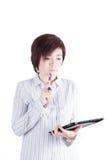 看片剂的亚裔女商人 免版税库存图片
