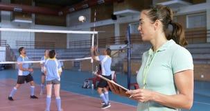 看球员4k的女性教练员 股票录像