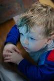 看电视的小孩 免版税图库摄影
