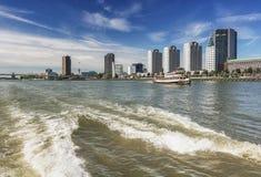 从水看的鹿特丹地平线 图库摄影