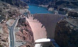 看的水坝下来 免版税图库摄影