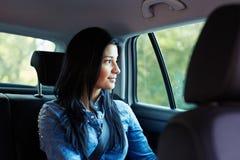 看窗口的汽车的妇女 库存照片