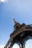 看艾菲尔铁塔的特写镜头视图在巴黎,法国 免版税库存照片