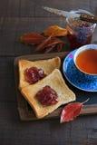 看茶的图片Instagram和多士在土气w 库存图片