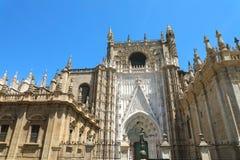 看见塞维利亚大教堂的圣玛丽大教堂在塞维利亚,安大路西亚,西班牙 免版税库存照片