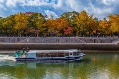 看见小船的视域在广岛和平纪念公园 库存图片