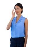 看起来体贴的女实业家去,当打手势时 免版税库存图片