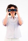 看起来双筒望远镜的女实业家微笑 免版税库存图片