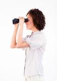 看起来双筒望远镜的女实业家新 免版税库存照片