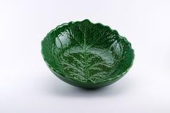 看起来叶子的富有地装饰的绿色碗 图库摄影