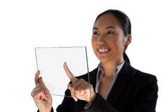 看起来微笑的女实业家去,当接触玻璃接口时 免版税库存照片
