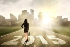 看起来未来2015年的女实业家 免版税图库摄影