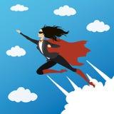 看起来特级英雄的女商人飞行到在天空的成功, 免版税库存照片
