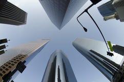 看起来高的大厦 免版税库存图片