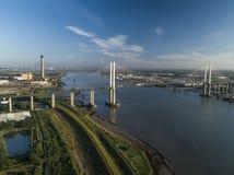 看起来QEII桥梁的天线西部 库存照片