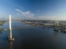 看起来QEII桥梁的天线西部 库存图片