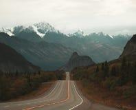 看起来roadtrip的视图西部往狮子` s头在阿拉斯加 免版税库存图片