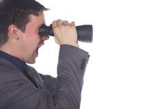 看通过双筒望远镜的商人 库存图片