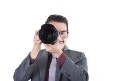看通过照相机的衣服的年轻人 图库摄影