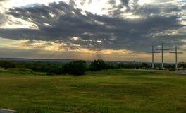 看从小山上面的清早日出  免版税库存照片
