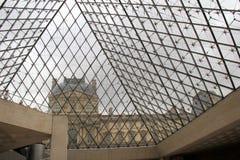 看从金字塔的地下大厅的天窗,巴黎,法国, 2016年 免版税库存图片