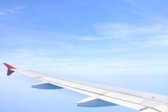 看从飞机窗口的天空 免版税库存图片