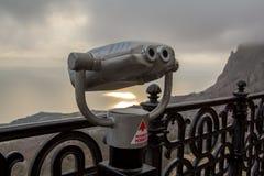 看Foros全景的双筒望远镜望远镜 库存图片