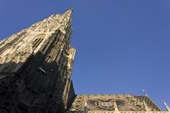 看Stephandsom大教堂装饰的马赛克屋顶  免版税库存图片