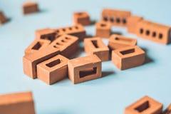真正的小黏土砖在桌上 及早了解 开发 免版税图库摄影