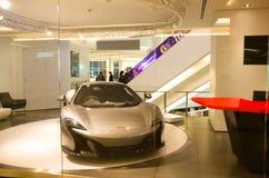 真正的超级汽车2017年迈凯轮在展示屋子里在泰国曼谷泰国模范自豪感的中心  免版税库存图片