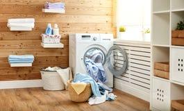 真正的洗衣房内部有洗衣机的在窗口在 图库摄影