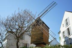 真正风车在巴黎蒙马特 免版税库存图片