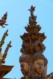 真相圣所是一个寺庙建筑在Pattaya, Thailand.The圣所是所有木头大厦充满在传统佛教和印度主题基础上的雕塑 免版税图库摄影