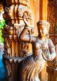 真相圣所是一个寺庙建筑在Pattaya, Thailand.The圣所是所有木头大厦充满在传统佛教和印度主题基础上的雕塑 库存图片