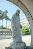 真福加尔各答的德肋撒石头雕象在斯科普里,马其顿 免版税库存图片