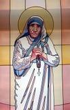 真福加尔各答的德肋撒,彩色玻璃 免版税库存图片