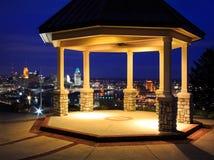 眺望台和城市 免版税库存图片