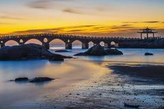 眺望台和桥梁在日落,兴城市,中国 库存照片