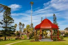眺望台圆形建筑在战士纪念庭院在Strathalby 免版税库存图片