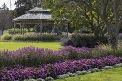 眺望台在一个风景公园 免版税库存照片