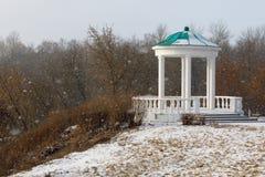 眺望台在历史公园,贵族的房子在一多雪的天之前 免版税库存照片