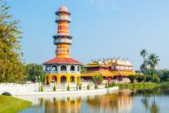 眺望台塔和瓷宫殿轰隆Pa的在公园阿尤特拉利夫雷斯 库存照片
