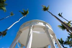 眺望台热带婚礼 免版税库存图片