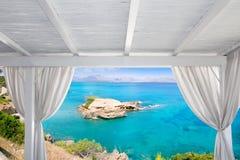 眺望台白色在Alcudia北部Mallorca海岛 库存照片