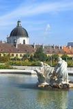 眺望楼城堡的巴洛克式的公园在维也纳 免版税库存图片