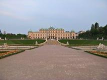 眺望楼遥远的宫殿维也纳视图 免版税库存照片
