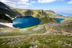 眼睛和Kidney湖,七个Rila湖, Rila山 免版税图库摄影