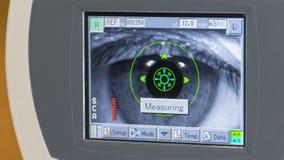 眼睛扫描压力的眼睛检查测量 免版税图库摄影