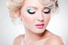 眼睛构成特写镜头在美丽的妇女的 免版税库存图片